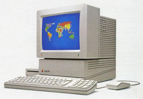 Apple II was the world's first personal computer (Source: HerongYang.com)