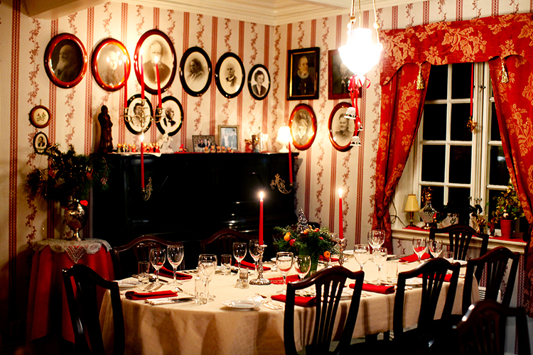 Røkenes_Gård_jul_hovedhuset_small.jpg