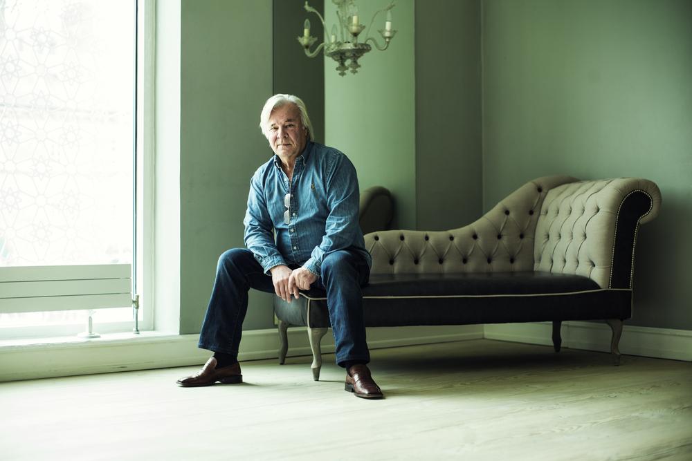 Portræt af den svenske forfatter Jan Guillou
