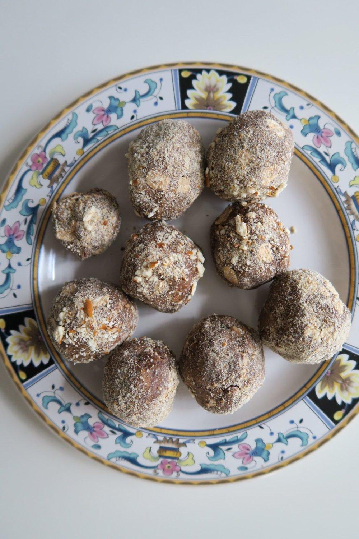 chocolate-peanut-butter-pretzel-protein-balls-e1479428911163.jpg