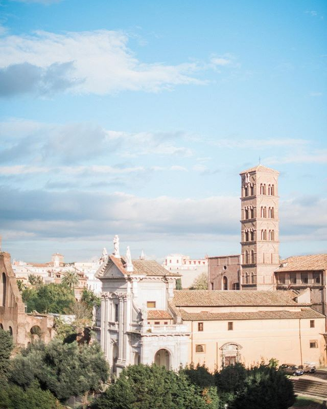 Happy Friday! On such an overcast day I'm dreaming of the warm Roman sunshine 🌞  #annikaparks_studio  #travelphotographer  #rome #destinationweddingphotographer  #coloradoweddingphotographer #denverweddingphotographer  #mnweddingphotographer  #wisconsinweddingphotographer  #romanforum