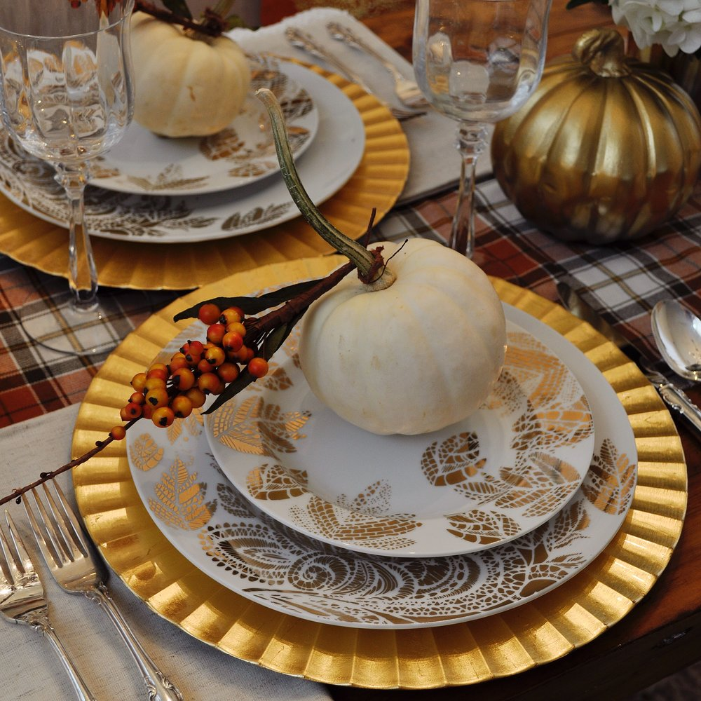 Beautiful gold leaves!!! I couldn't resist these gorgeous gold leaf plates at HomeGoods. Luckily they also carried the perfect gold chargers to compliment them.