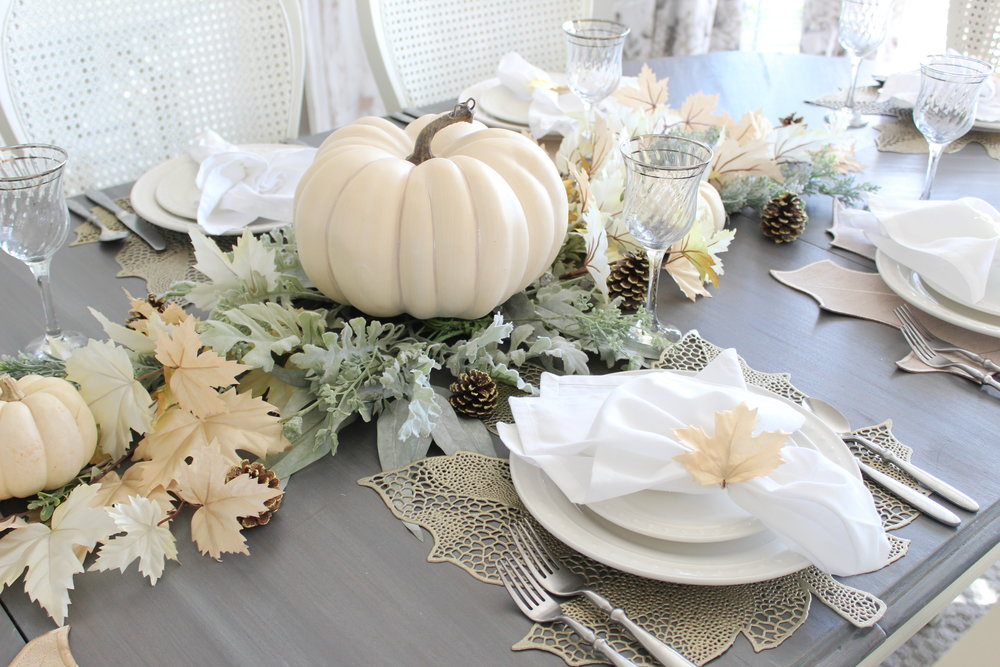 "Look at Summer""s gorgeous Thanksgiving table!!! Stunning!"