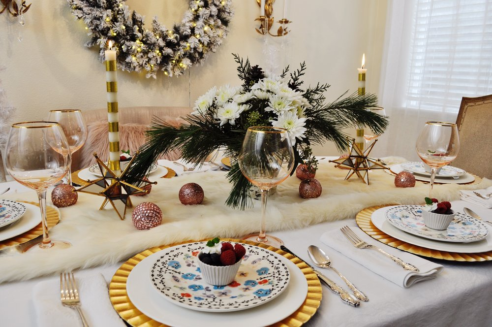 Seven gorgeous holiday tablescape ideas 2 ladies a chair - Interesting tables capes for christmas providing cozy gathering space ...