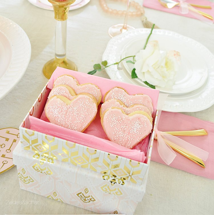Tips for Creating a Romantic Valentine\'s Day Table — 2 Ladies & A ...