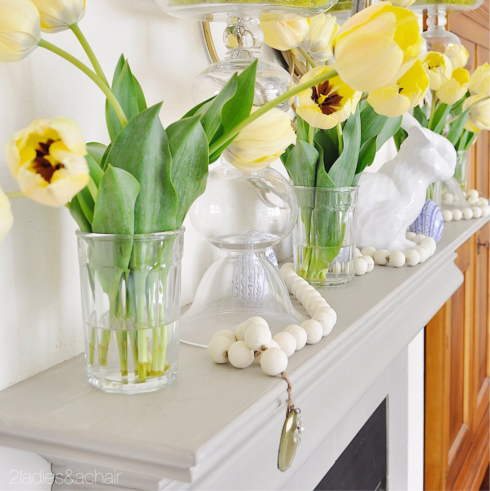 easter mantel decor IMG_1899.JPG