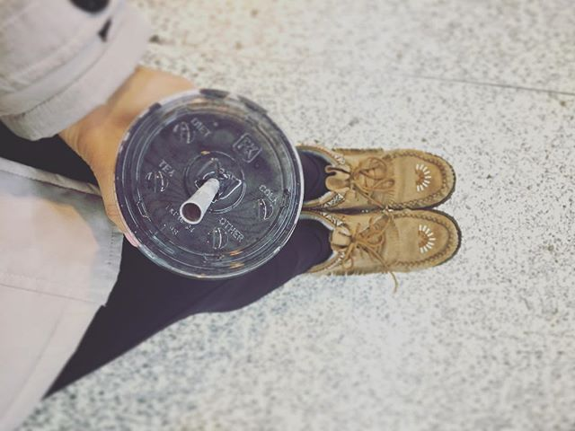 A moccasins and smoothies kinda day (aka fall). Was shadowing trainers at another location today as part of the PT Education role that I've really been enjoying, and this smoothie was just what I needed to keep me energized and focused during. #spirulina #vegan #vega @vega_team #fall #training #education #grateful #cozy @wholefoods