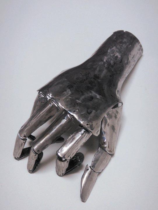 Caroline-Bergonzi-hand.jpg