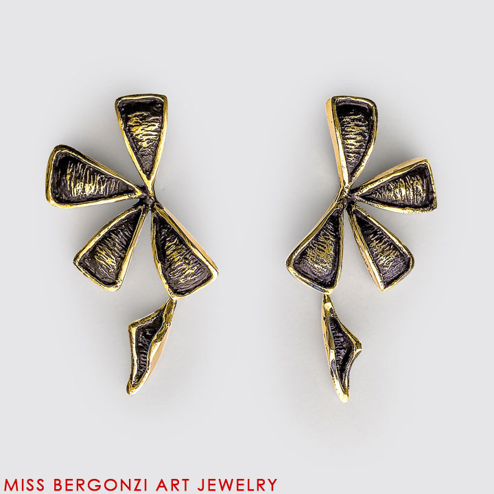 FLO_Earrings_flow_1_20x20x72.jpg