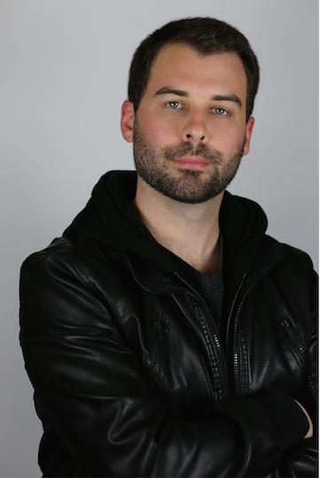 DAN MOORE- INGENIERO DE SONIDO - Dan Moore nació y creció en Santa Bárbara California y ha sido el ingeniero principal en Farías Productions desde el año 2008.Empezó a trabajar en estudios de grabación a los 15 años bajo la dirección de un equipo de ingenieros increíbles en los estudios