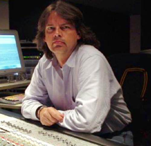 JEAN B. SMIT- INGENIERO DE SONIDO & MEZCLA PRODUCTOR - Jean B. Smit es Basado en Los Ángeles, ganador de los premios Grammys como ingeniero de sonido/ ingeniero de mezcla/productor.Tiene cerca de 20 años colaborando con Gustavo y su empresa
