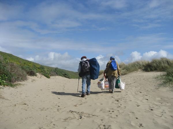 Judith Selby-Lang and Richard Lang at Kehoe Beach, Pt. Reyes National Seashore. Source: http://beachplastic.com/