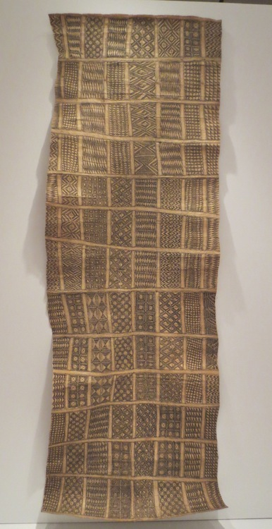 Man's headdress (abe), late 1800s, Melanesia, Solomon Islands, Santa Cruz Islands. Paper mulberry barkcloth (lepau), painted by hand.
