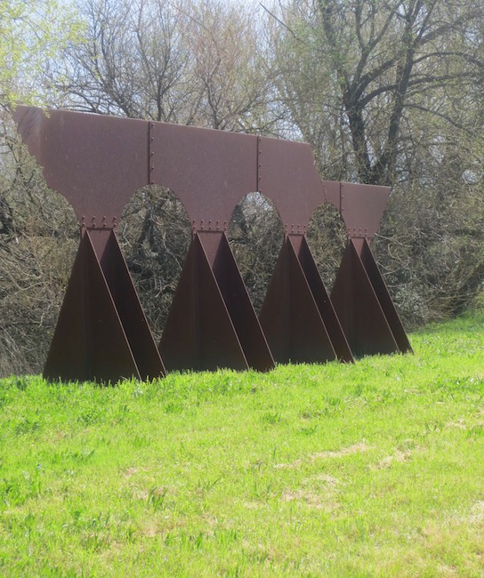 Diretto di Passaggio   (Aqueduct)  (1990), by Veronica di Rosa. Steel, patina, rust. By the lake.