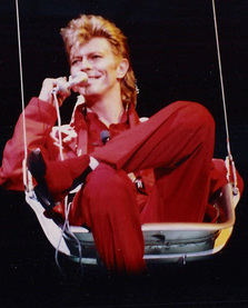 David Bowie at Rock am Ring Park Music Festival, Germany (1987). Photo by Jo Atmon. Source: https://commons.wikimedia.org