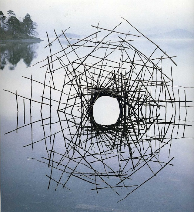 Ephemeral installation by Andy Goldworthy. Source: http://visualmelt.com/Andy-Goldsworthy