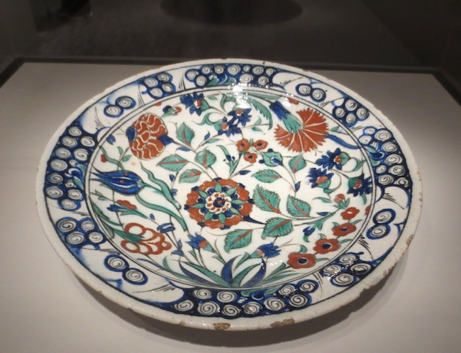 Dish with tulip and other floral motifs (approx. 1575-1800), Turkey. The tulip became a symbol of wealth, power, and sophistication during the Ottoman Empire (1281-1924). Asian Art Museum, San Francisco.