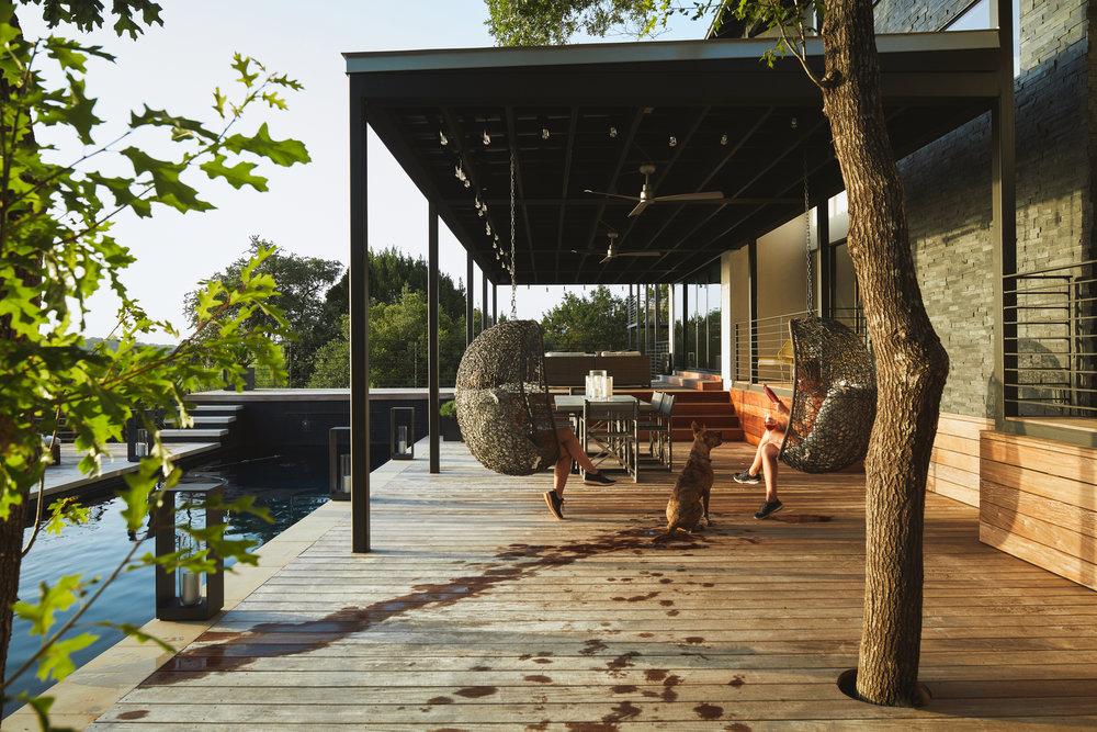 18 Via Media Residence by Matt Fajkus Architecture. Photography by Leonid_Furmansky.jpg