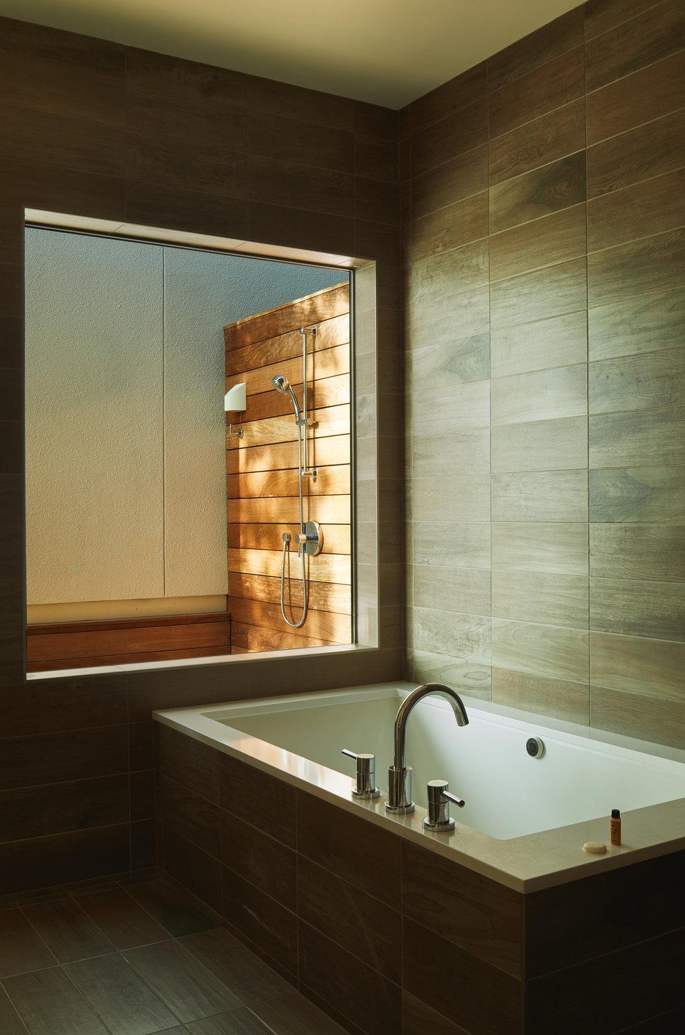 22 Via Media Residence by Matt Fajkus Architecture. Photography by Leonid_Furmansky.jpg