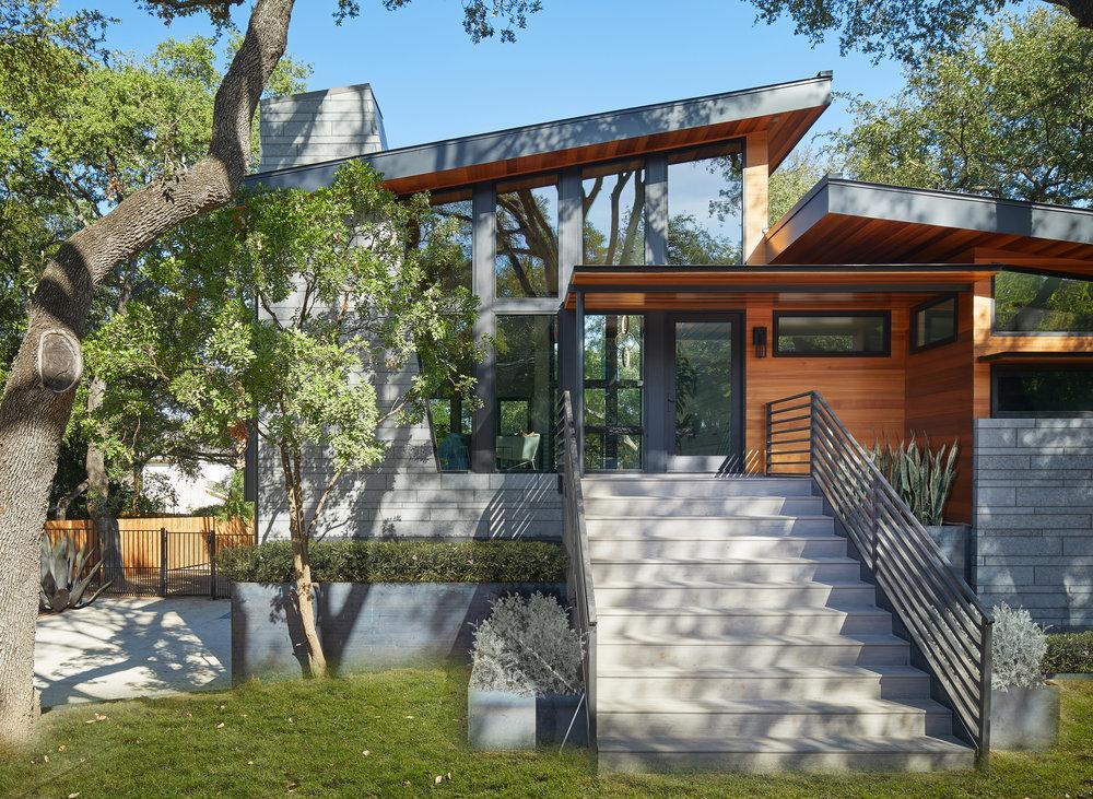 04-Ridgewood Residence by Matt Fajkus Architecture. Photo by Leonid Furmansky.jpg