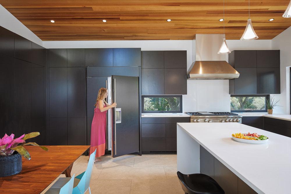 07-Ridgewood Residence by Matt Fajkus Architecture. Photo by Leonid Furmansky.jpg