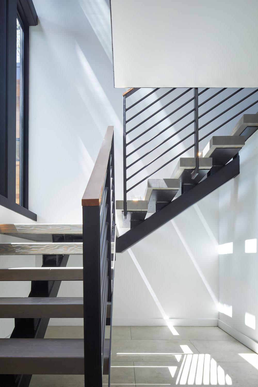 14-Ridgewood Residence by Matt Fajkus Architecture. Photo by Leonid Furmansky.jpg