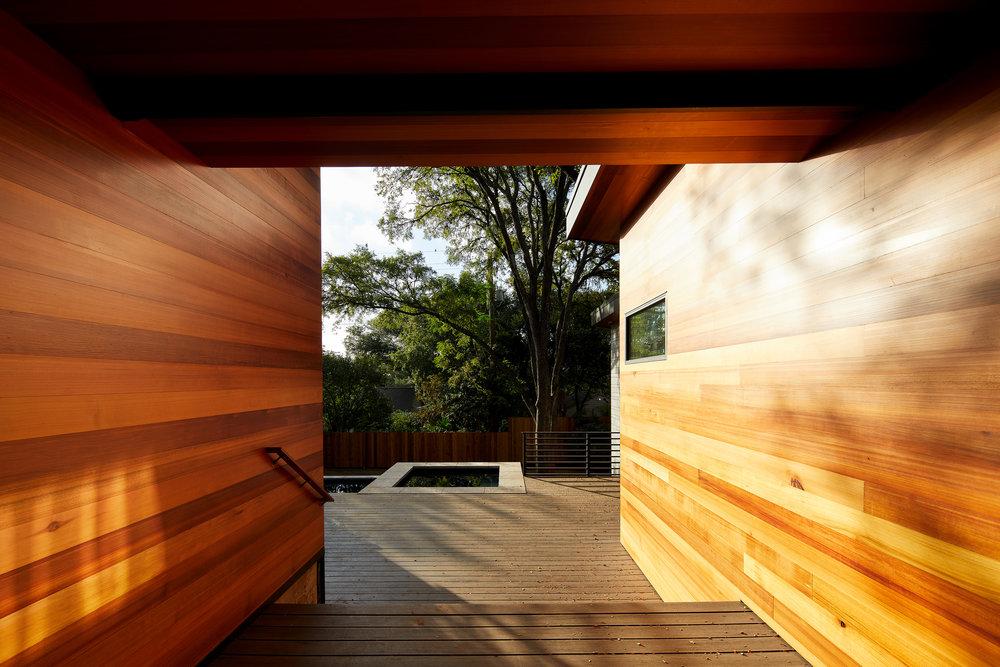 18-Ridgewood Residence by Matt Fajkus Architecture. Photo by Leonid Furmansky.jpg