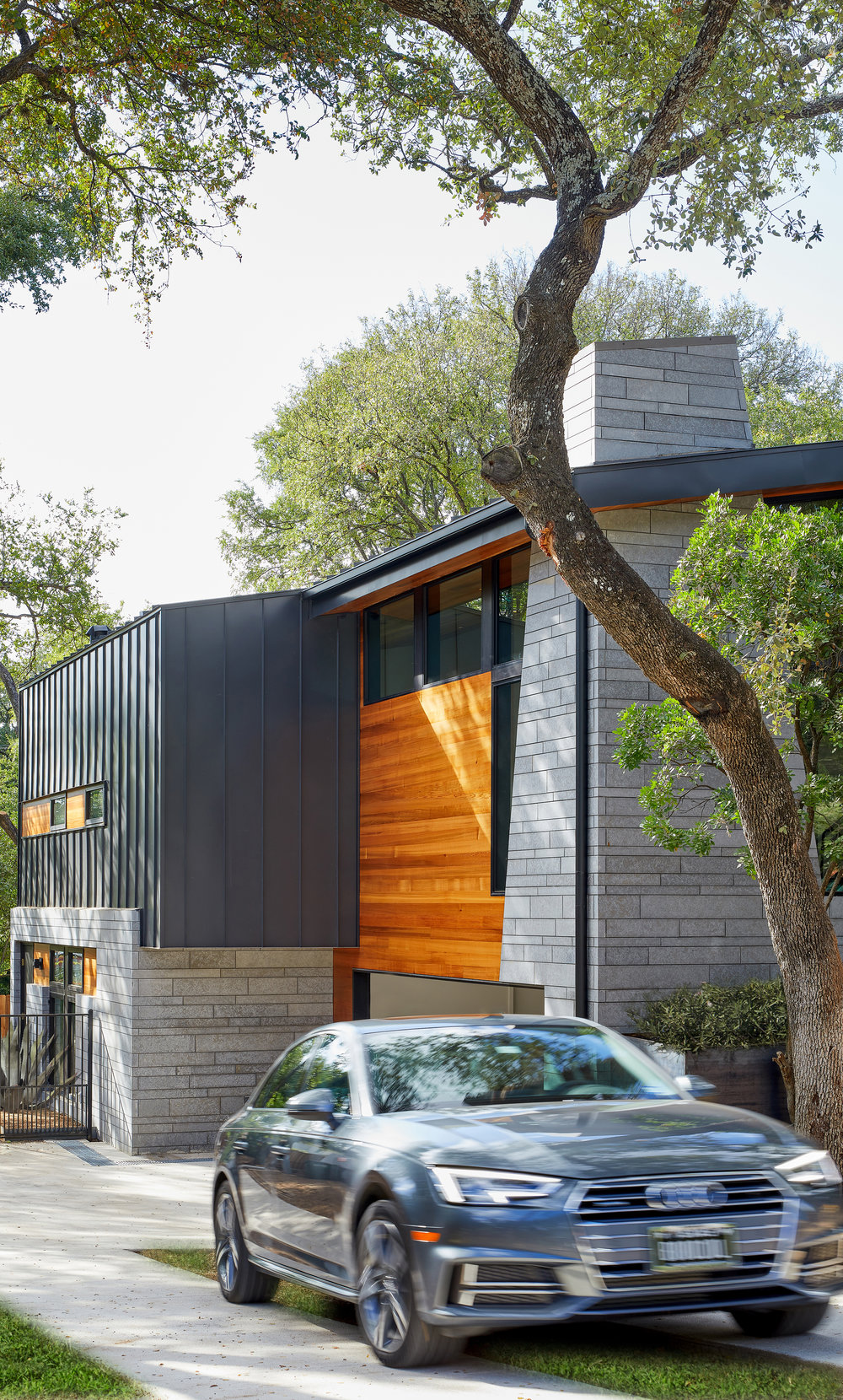 19-Ridgewood Residence by Matt Fajkus Architecture. Photo by Leonid Furmansky.jpg