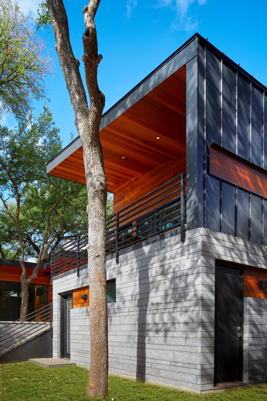 22-Ridgewood Residence by Matt Fajkus Architecture. Photo by Leonid Furmansky.jpg