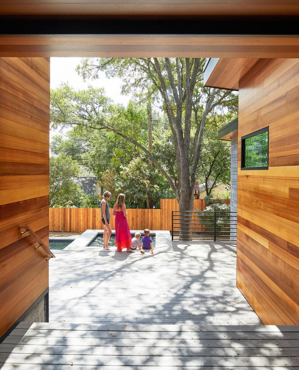 23-Ridgewood Residence by Matt Fajkus Architecture. Photo by Leonid Furmansky.jpg