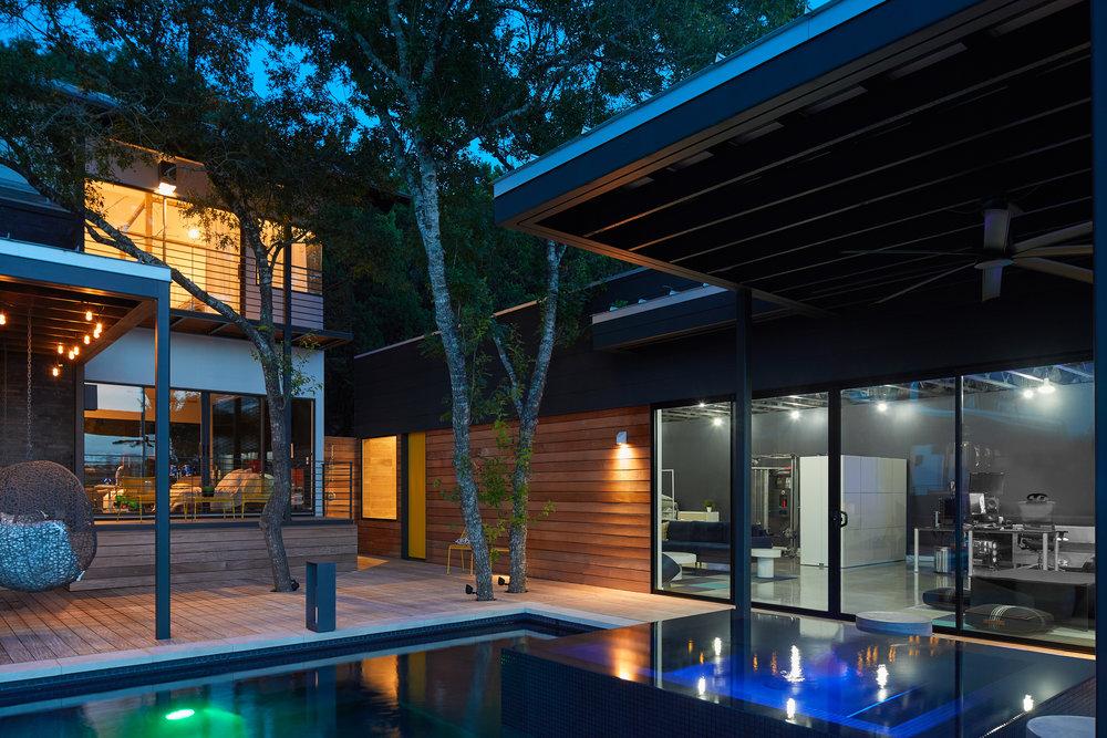 28 Via Media Residence by Matt Fajkus Architecture. Photography by Leonid_Furmansky.jpg