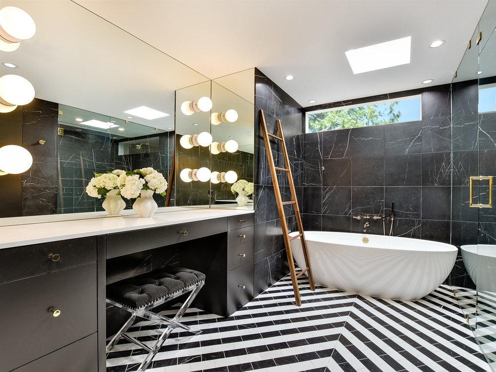 02 Binary Bathroom by Matt Fajkus Architecture.jpg