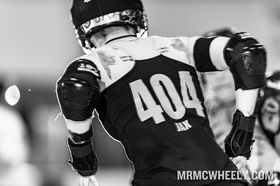 Jax prepares to take flight in the Ann Arbor vs Calgary bout at the 2016 Skate to Thrill tournament. Photo by Mr. McWheely.