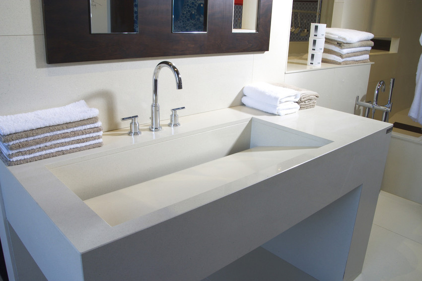 comptoir quartz silestone blanc avec evier angle 45 salle de bain.jpg