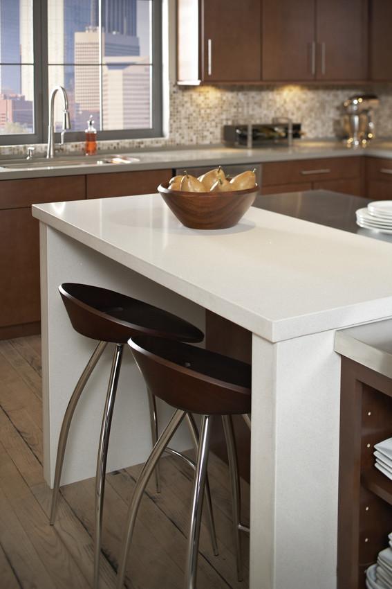 comptoir quartz silestone beige et taupe cuisine brune.jpg