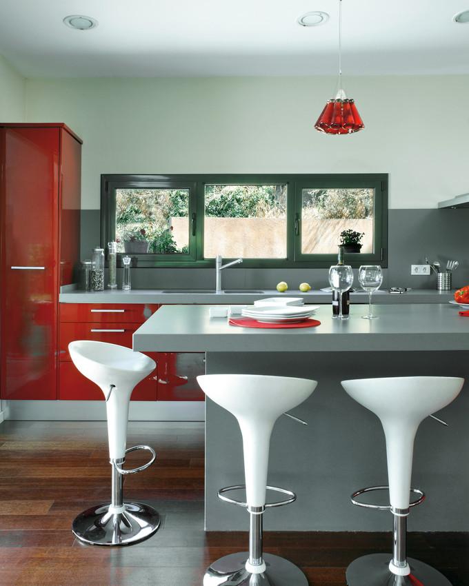 comptoir quartz silestone gris cuisine rouge.jpg