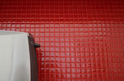 céramique laval rouge salle de bain