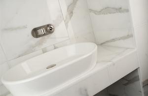 Salle de bain et douche en céramique — Magasin Céramique au Sommet ...
