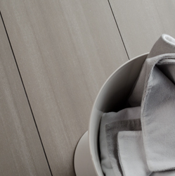 belle ceramique grise ligné soligo salle de bain laval montreal blainville