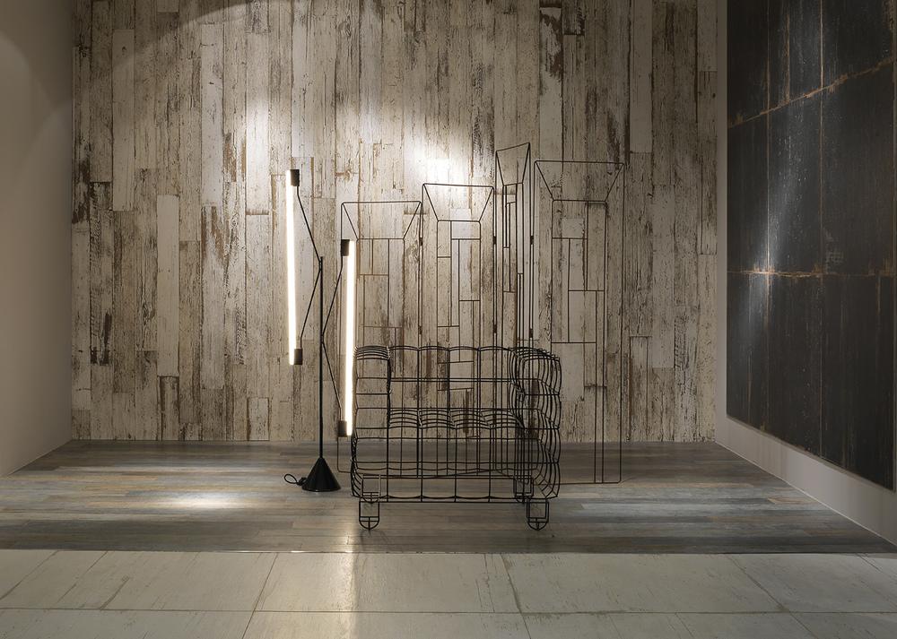 céramique imitation bois plancher gris mur blanc et noir