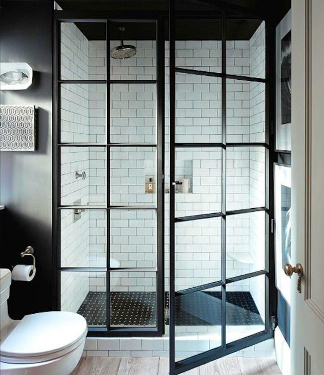 Céramique blanche et imitation bois dans Salle de bain industriel