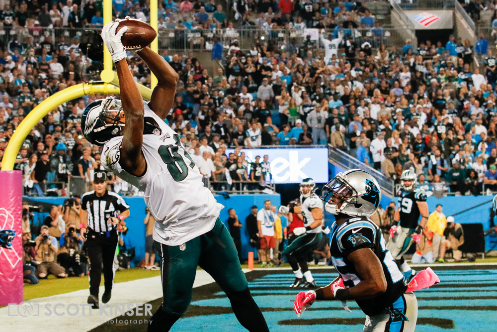 October 25, 2015: wide receiver Jordan Matthews (81) of the Philadelphia Eagles makes the catch but cannot stay inbounds for the touchdown in the fourth quarter of the Sunday Night Football matchup between the Philadelphia Eagles and the Carolina Panthers at Bank of America Stadium in Charlotte, NC. Scott Kinser/CSM