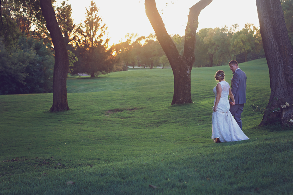 Mankato Wedding Photographer | Tom + Brittany | Shoreland Country Club | Intuition Weddings by ID Photography
