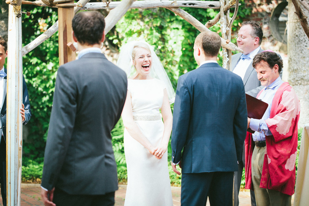 What should I say for my wedding vows? Is it better to have funny or serious wedding vows?