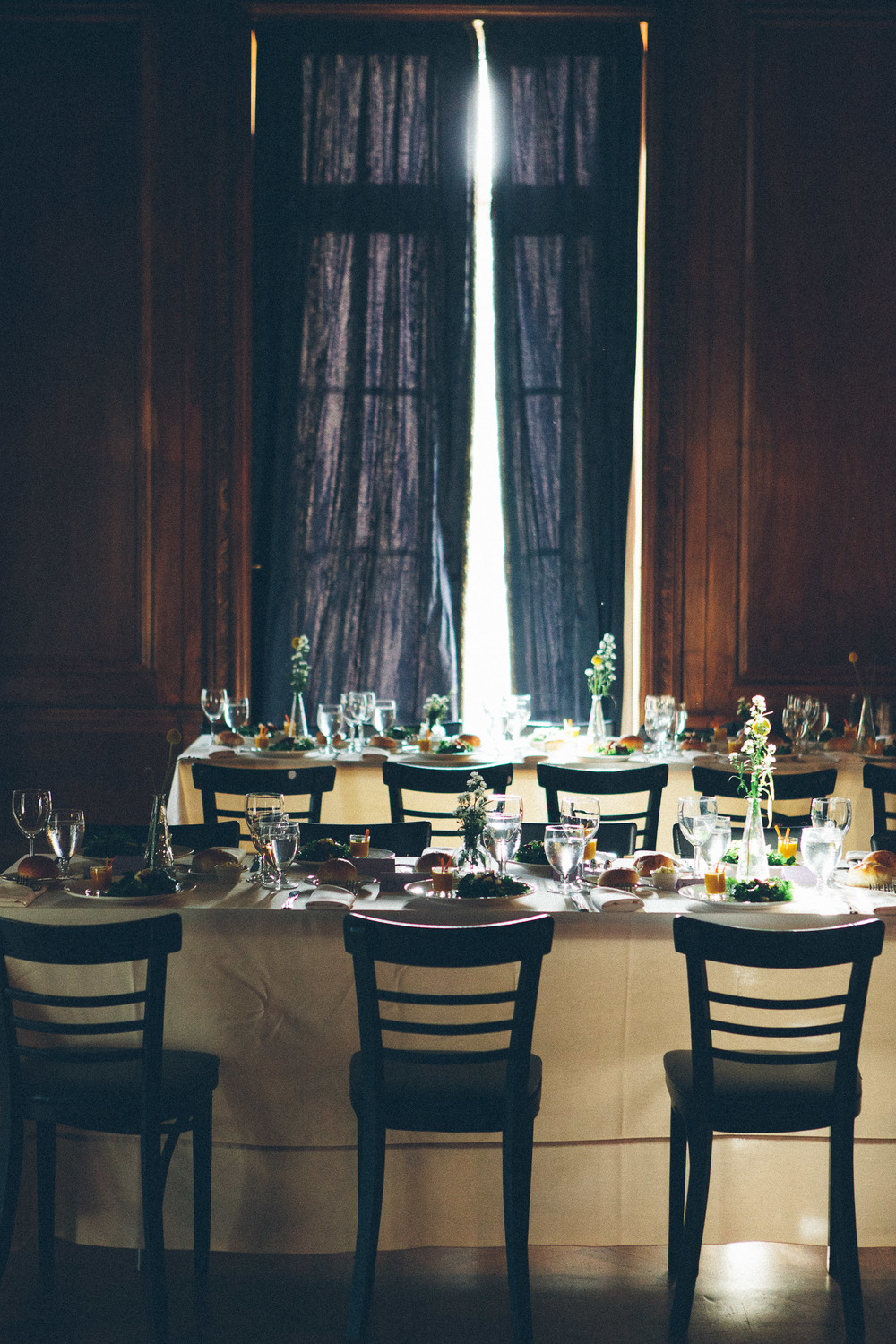 Alder Manor wedding photos. This is a photo of the dinner setup at Alder Manor in Yonkers, NY.