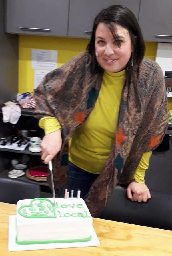 Founding trustee Rochelle Francis cuts the cake, celebrating 5 years!