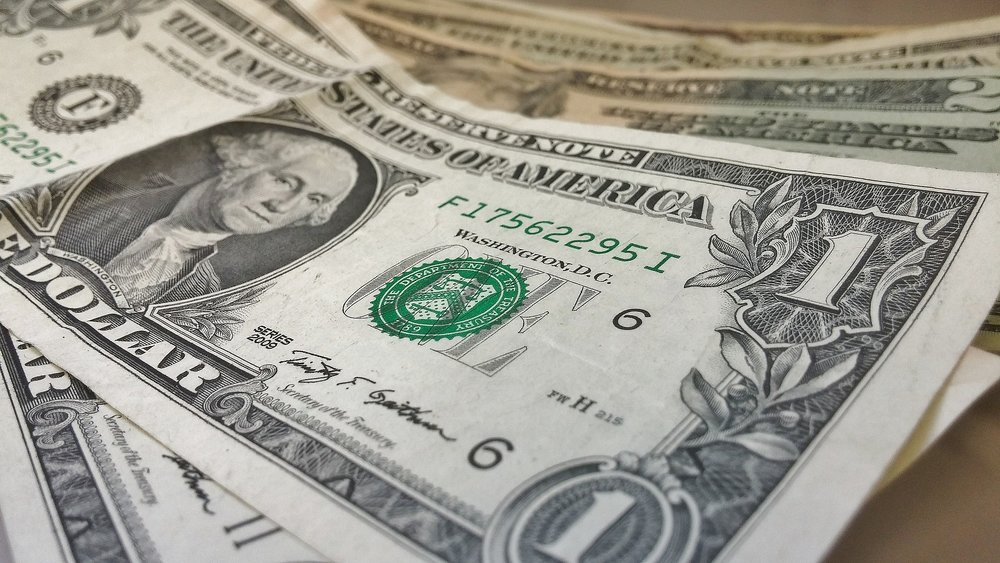 dollars-426026_1920.jpg
