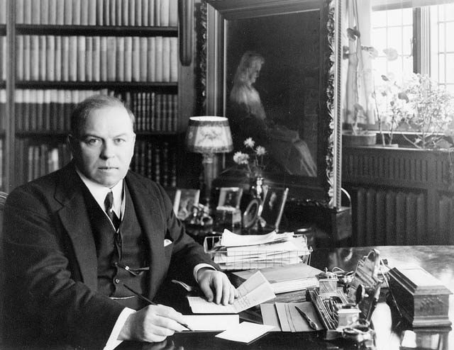 William Lyon Mackenzie King via  Wikipedia .