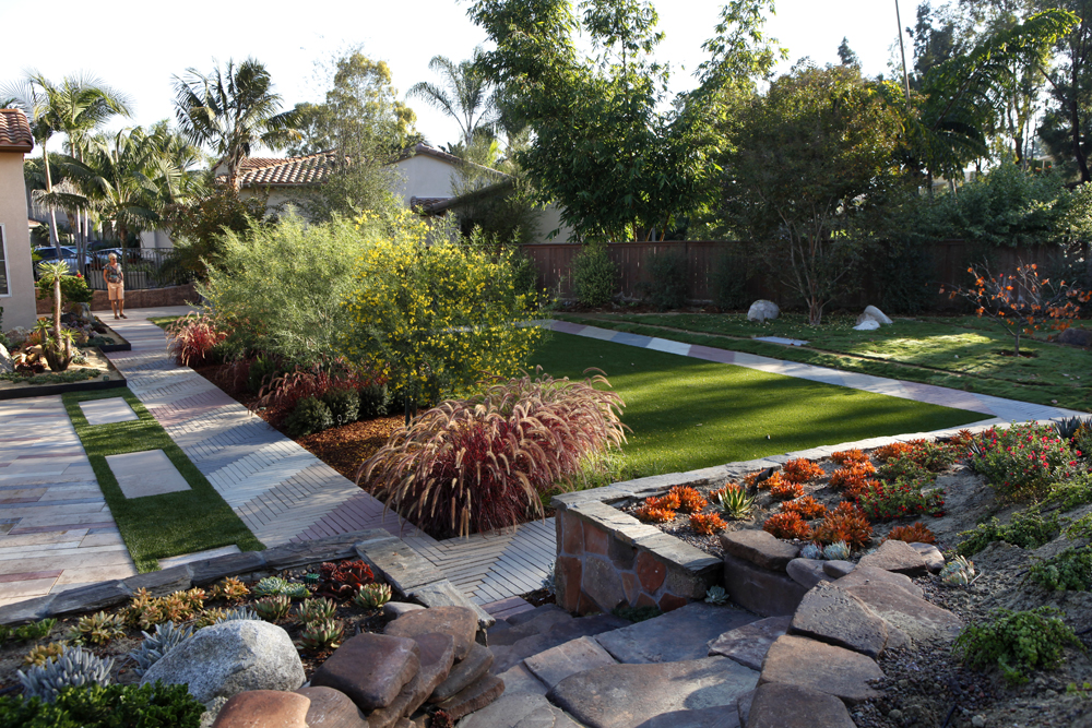 Backyard landscaping low water pdf for Pics of landscaped backyards