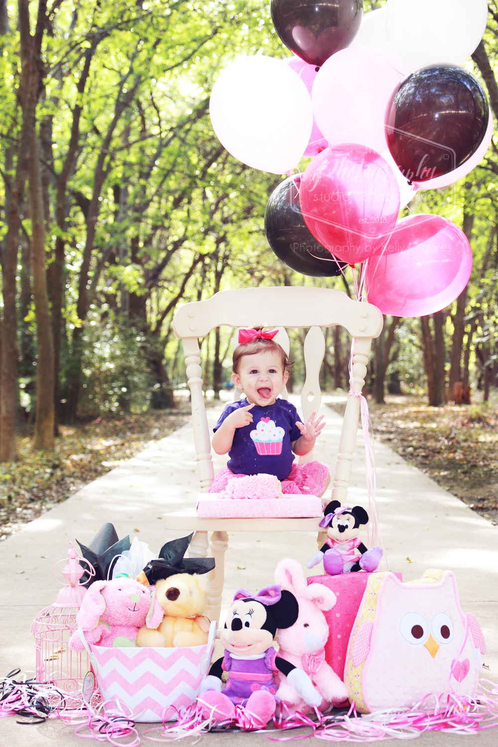 Kelly Olivares Photography Birthday Photography Balloons Cake Minnie Mouse